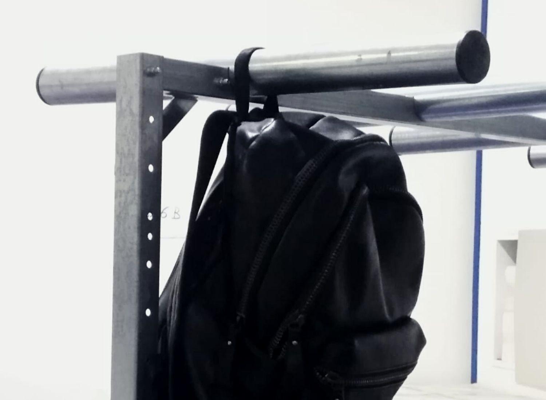 Porte-sacs avec bras ronds